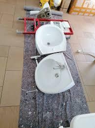 sanitäreinrichtung waschbecken wc mit ständerwand
