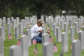 Memorial Day Graveside Decorations by A Day To Honor Those Who Died For Us San Antonio Express News