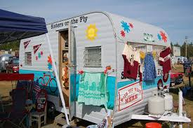 Fun 1967 Vintage Aloha 15ft Travel Trailer Painted In Blue And White Color Scheme