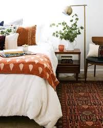 das schlafzimmer herbstlich gestalten warme herbstfarben