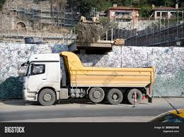 100 Earth Mover Truck Loading Image Photo Free Trial Bigstock