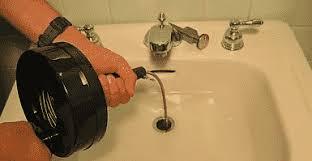 verwenden einer manuellen schnecke zum entriegeln der spüle