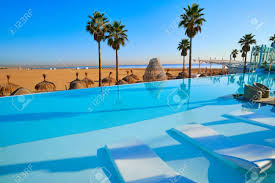 100 Resorts With Infinity Pools Resort Pool In The Beach Palm Trees Paradise Stock