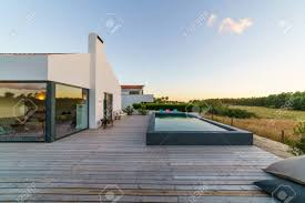100 Modern Hiuse House With Garden Swimming Pool And Wooden Deck