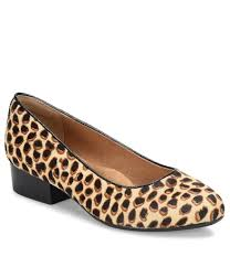 shoes women u0027s shoes pumps low heel dillards com