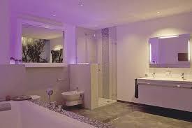 licht sorgt für stimmung gute badbeleuchtung verbindet