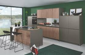 hochwertige küche in holz optik mit grau