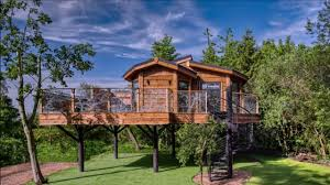 100 Tree Houses With Hot Tubs Amazing House For GrownUps Has A Tub And Flat Screen TV In York 61519
