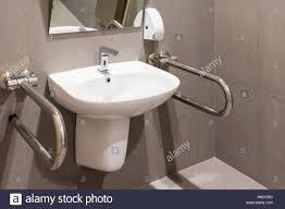 interieur des badezimmers für behinderten oder älteren