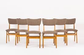 chaise en ch ne massif chaises en chêne massif et tissu chiné marron lignes minimalistes