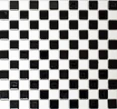 mosaikfliese keramik schwarz weiß glänzend schachbrett bad küche