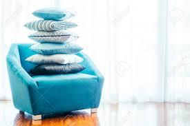 schöne luxus kissen auf dem sofa dekoration im wohnzimmer unter für den hintergrund vintage filter