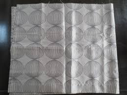 tissus pour rideaux pas cher cuisine coupon tissu rideau gris taupe satinã motif boules