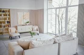 helles klassisches modernes luxuriöses weißes wohnzimmer im
