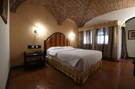 what does chambre in chambre mais photographiée au grand angle picture of