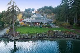 100 Lake House Pickering Passage Retreat