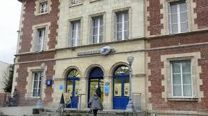 bureau de poste ouvert le samedi apres midi honfleur suite à un braquage le bureau de poste fermé puis rouvert