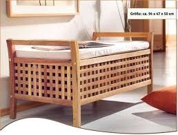 sitzbank walnussholz mit kissen und stauraum badezimmer
