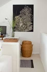 blick auf das wohnzimmer mit homeoffice auf der galerie mit