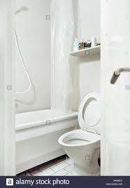 eine toilette im badezimmer schweden stockfotografie alamy