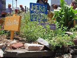 A garden tour raises funds for healthy food education