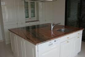 plan travail cuisine granit exemples de réalisations de cuisines avec plan de travail en granit