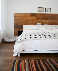 moderne wanddeko aus holz im rustikalen stil ideen für