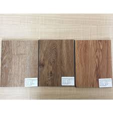 China Waterproof Laminate PVC Recycled Plastic Flooring Looks Like Wood