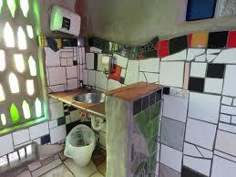 nz kawakawa hundertwasser toilette waschbecken
