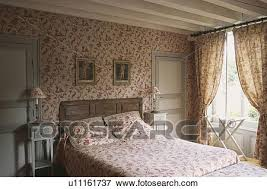 chambre toile de jouy picture of toile de jouy wallpaper in country bedroom with
