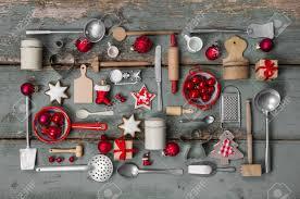 alte kinderspielzeug der küche weinlese oder landhausstil mit nostalgie dekoration für weihnachten
