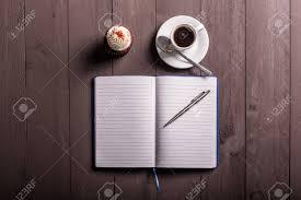 frühstück whit kaffee und kuchen auf der arbeit