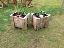 A Tutorial On How To Make Your Own Vertical Pallet Planter Create Planters With Pallets