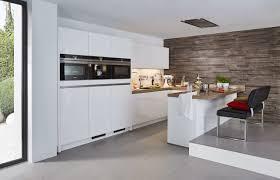 bauformat designküche in u form weiß grifflos holz