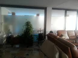 glaswand im wohnzimmer ferienwohnung via fra juniper