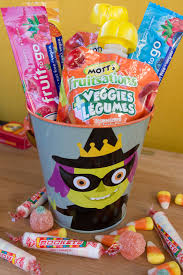 Halloween Candy Calories List by Healthy Halloween Just Witchful Thinking U2013 Erika Brown R D