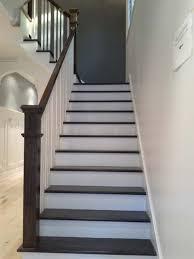 installation d escalier avec des barreaux en bois franc