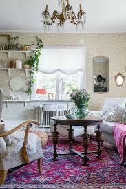 alte möbel und perserteppich im bild kaufen 12611596
