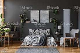 dunkel grau schlafzimmer innenraum stockfoto und mehr bilder bett