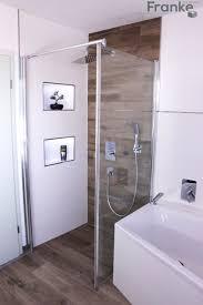 badezimmer mit fliesen in einer holzoptik homify