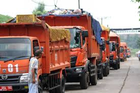 Jakarta Garbage Truck Attacked Again In Bantar Gebang - City - The ... Garbage Truck Red Car Wash Youtube Amazoncom 143 Alloy Sanitation Cleaning Model Why Children Love Trucks Eiffel Tower And Redyellow Garbage Truck Vector Image City Stock Photos Images Bin Alamy 507 2675 Bird Mission Crafts Hand Bruder Mack Granite Green 1863754955 Mercedesbenz 1832 Trucks For Sale Trash Refuse Vehicles Rays Trash Service Redgreen Toys Amazon