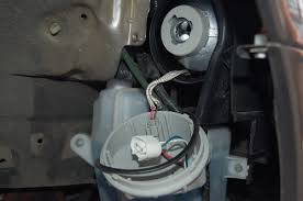 how do you change the light bulb on a 2005 nissan maxima se do