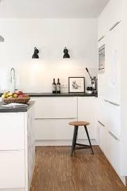 diynstag kleines küchen makeover für neue wandleuchten bei