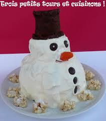 gâteau bonhomme de neige en 3d trois petits tours et cuisinons