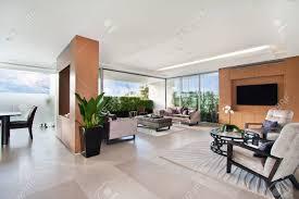 moderne wohnzimmer geräumige große zimmer