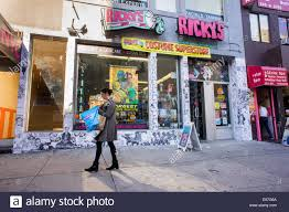 Rickys Nyc Halloween Makeup by A Ricky U0027s Costume Superstore Halloween Pop Up Store In Midtown In