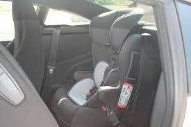 peut on mettre 3 siege auto dans une voiture siège auto peugeot rcz forum forum peugeot