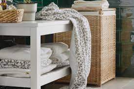 kleines badezimmer mit komfortabler aufbewahrung ikea
