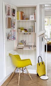 un bureau dans le placard placard bureau et le placard