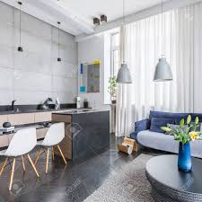 moderner interieur interieur mit wohnzimmer offen in die küche